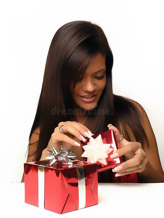 otwieranie prezentów kocham fotografia royalty free