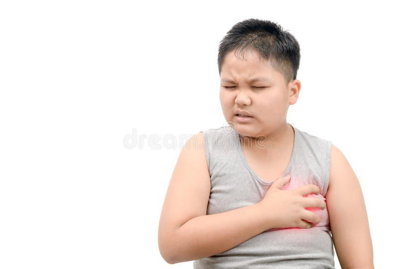 Otyła gruba chłopiec trzyma mocno jego klatkę piersiową od ostrego bólu obraz royalty free