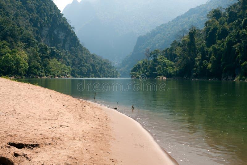 Ou di Nam del fiume di paesaggio nel Laos fotografie stock libere da diritti