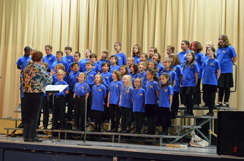 OU o coro das crianças salta excursão foto de stock royalty free
