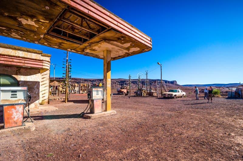 Ouarzazate, Марокко - 7-ое октября 2013 Декорации и реквизит фильма холмов фильма имеют глаза - гавань газа стоковая фотография