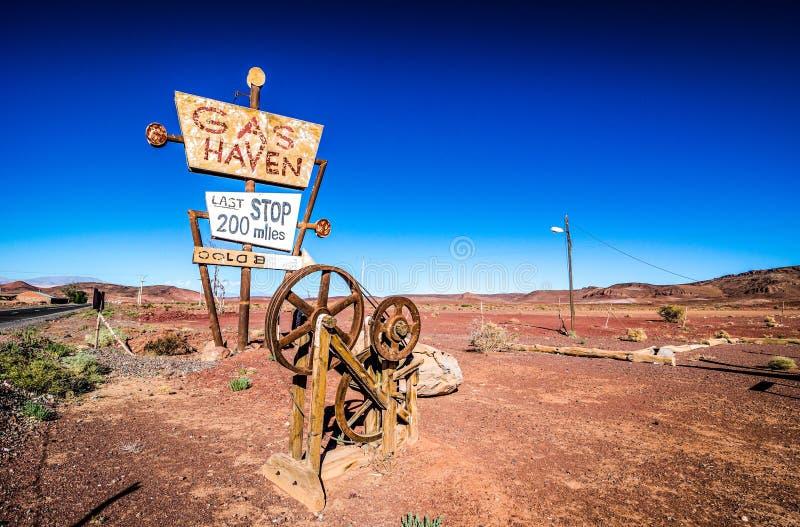 Ouarzazate, Марокко - 7-ое октября 2013 Декорации и реквизит фильма холмов фильма имеют глаза - гавань газа стоковая фотография rf