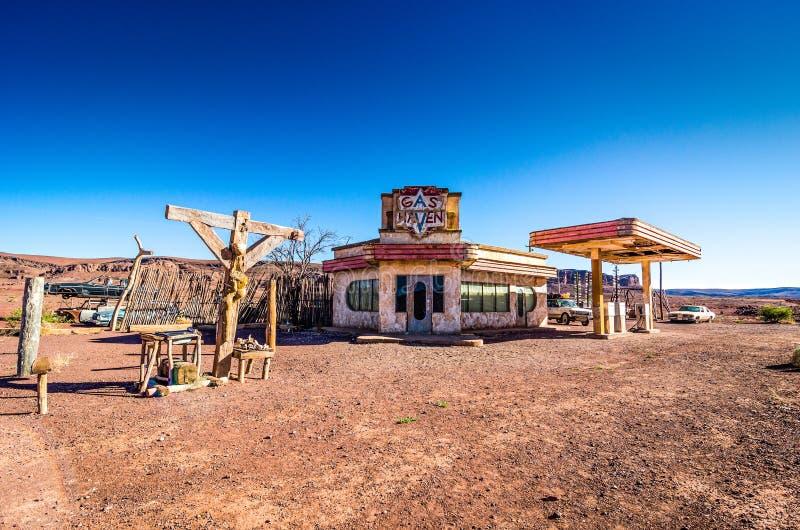 Ouarzazate, Марокко - 7-ое октября 2013 Декорации и реквизит фильма холмов фильма имеют глаза - гавань газа стоковые изображения rf