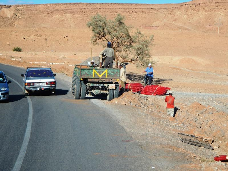 Ouarzazate, MAROKKO - 19. September 2013: Bauarbeiter stockfotos