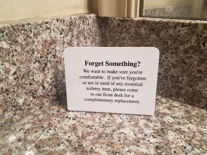 Oubliez quelque chose pour se connecter le compteur de salle de bains dans l'hôtel photo libre de droits