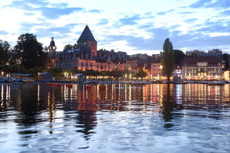 ` Ouchy di Ouchy Château d del castello sulla passeggiata del lago Lemano alla vigilia fotografia stock libera da diritti