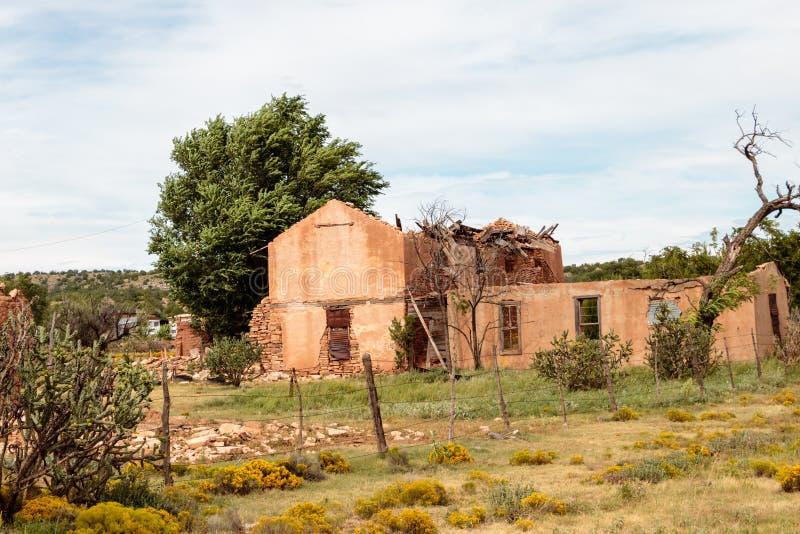 Oud Adobe-huis in Ruïnes in New Mexico royalty-vrije stock afbeeldingen