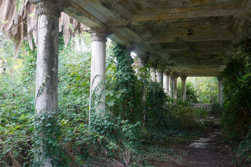 Oud antiquiteit verlaten terras