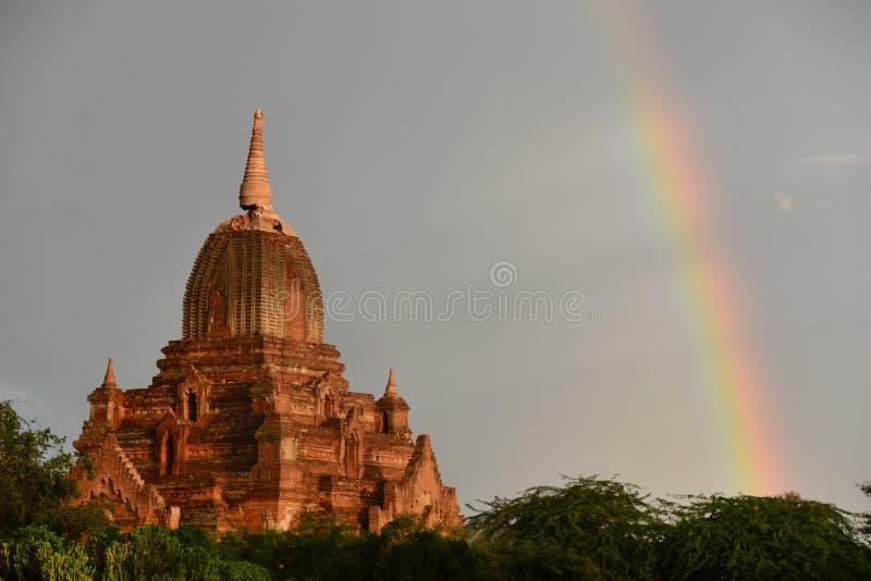 Oud Bagan Rainbow stock afbeelding