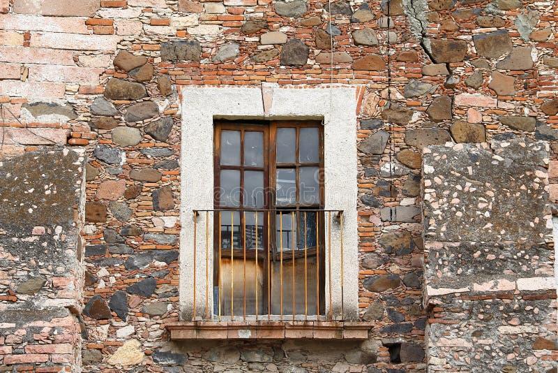 Oud balkon I royalty-vrije stock afbeelding