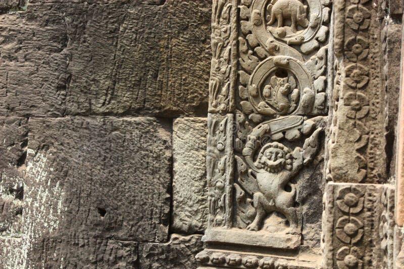 Oud Bas Relief met Wijnstokpatroon en Geheimzinnige Symbolen royalty-vrije stock foto