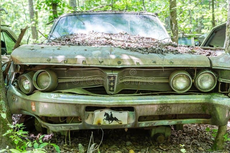 Oud Bent Chrysler royalty-vrije stock afbeeldingen