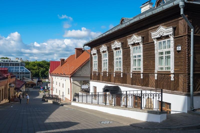 Oud blokhuis dichtbij de beroemde Zybickaja-straat in Hogere Stad in Minsk, Wit-Rusland royalty-vrije stock fotografie