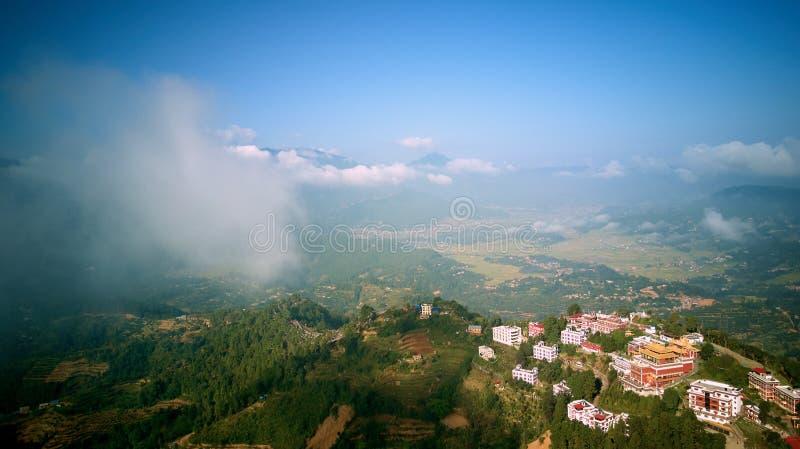 Oud boeddhistisch klooster in Himalayagebergte Nepal van lucht royalty-vrije stock foto's