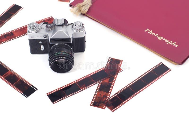 Oud camera, film en fotoalbum stock afbeeldingen