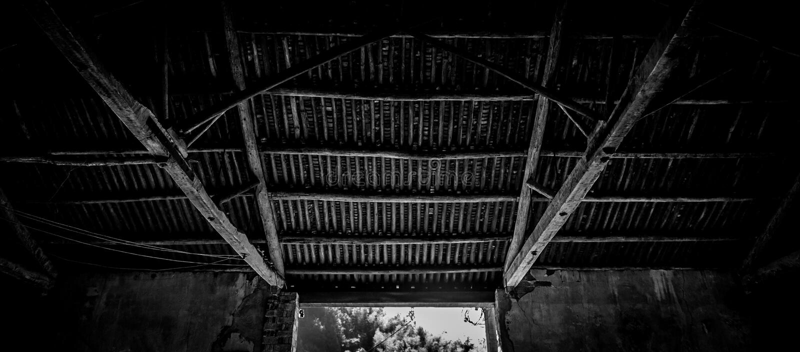 Oud Chinees dak binnen stock foto's
