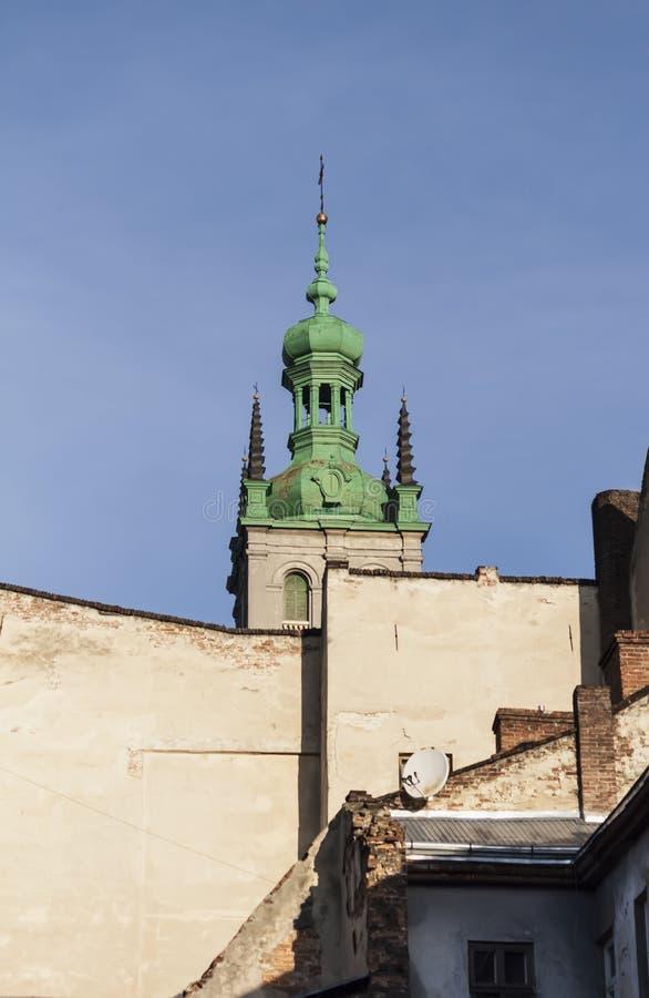 Oud dak van de kerk in lviv ukrain royalty-vrije stock fotografie