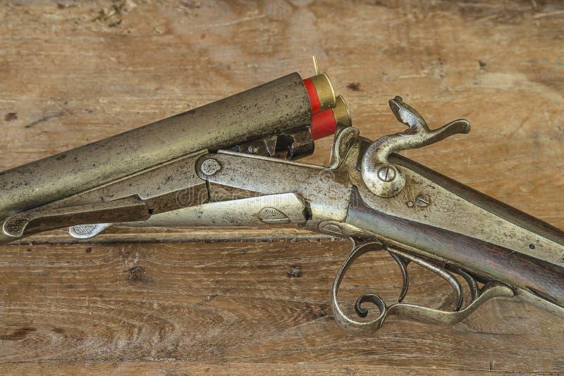 Oud de jacht geladen geweer royalty-vrije stock afbeeldingen