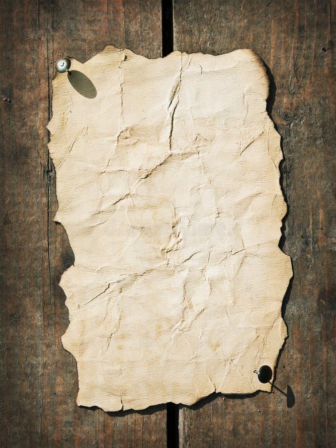 Oud document op het hout royalty-vrije stock afbeelding