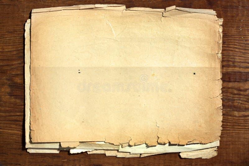 Oud document op hout stock foto