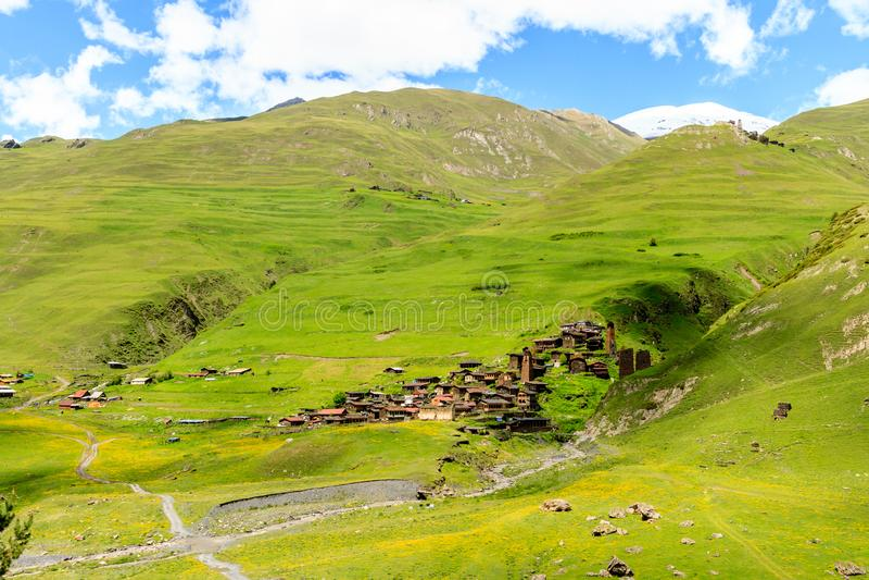 Oud oud dorp Dartlo georgië Tusheti, de bergen van de Kaukasus stock afbeelding
