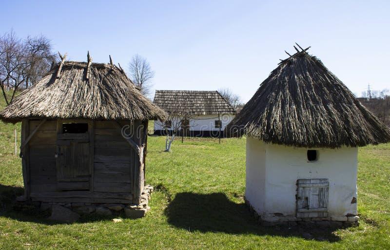 Oud dorp in de westelijke Oekraïne stock afbeeldingen