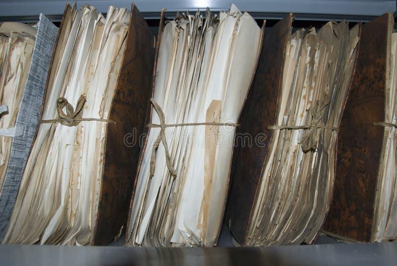 Oud dossier in zolder van gemeente stock fotografie