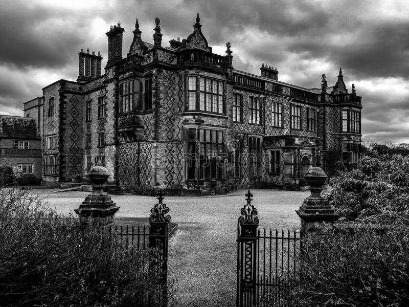 Oud Elizabethaanse stijl Victoriaans huis royalty-vrije stock foto's
