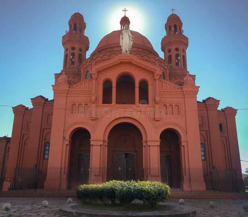 Oud en groot katholiek heiligdom van overwinning stock foto