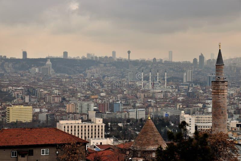 Oud en nieuw Ankara Turkije zoals die van de citadel wordt bekeken stock afbeelding