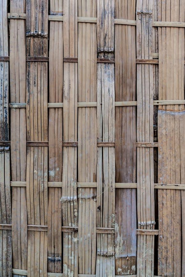 Oud en vuil geweven bamboe royalty-vrije stock afbeeldingen