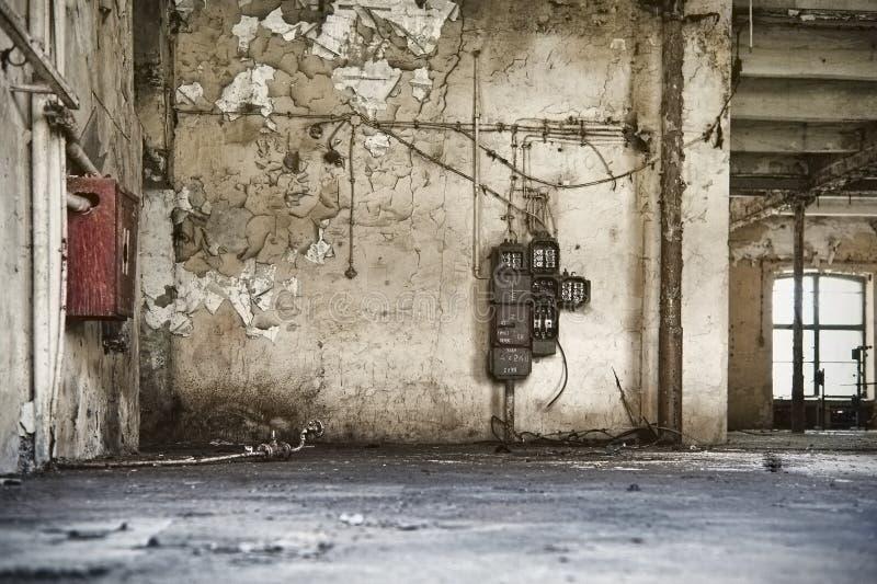 Oud fabrieksmilieu, de lege bouw royalty-vrije stock fotografie