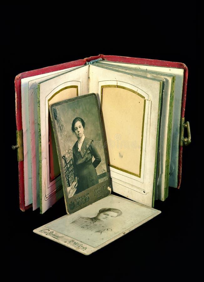 Oud familiealbum royalty-vrije stock afbeelding
