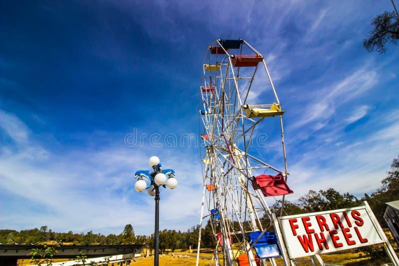 Oud Ferris Wheel In Storage royalty-vrije stock afbeelding