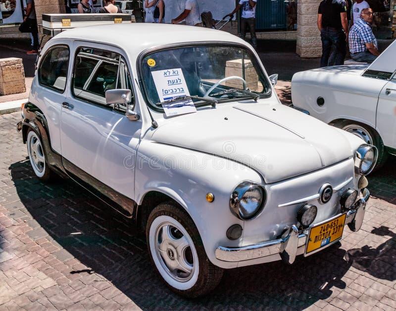Oud Fiat 500 bij een tentoonstelling van oude auto's in de Karmiel-stad royalty-vrije stock afbeeldingen