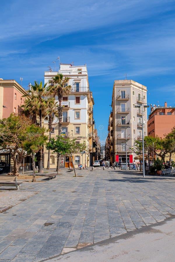 Oud flathuis bij La Barceloneta in Barcelona stock foto's