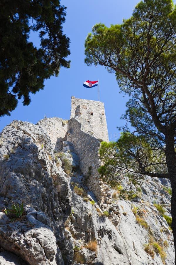 Download Oud fort in Omis, Kroatië stock afbeelding. Afbeelding bestaande uit reis - 10783045