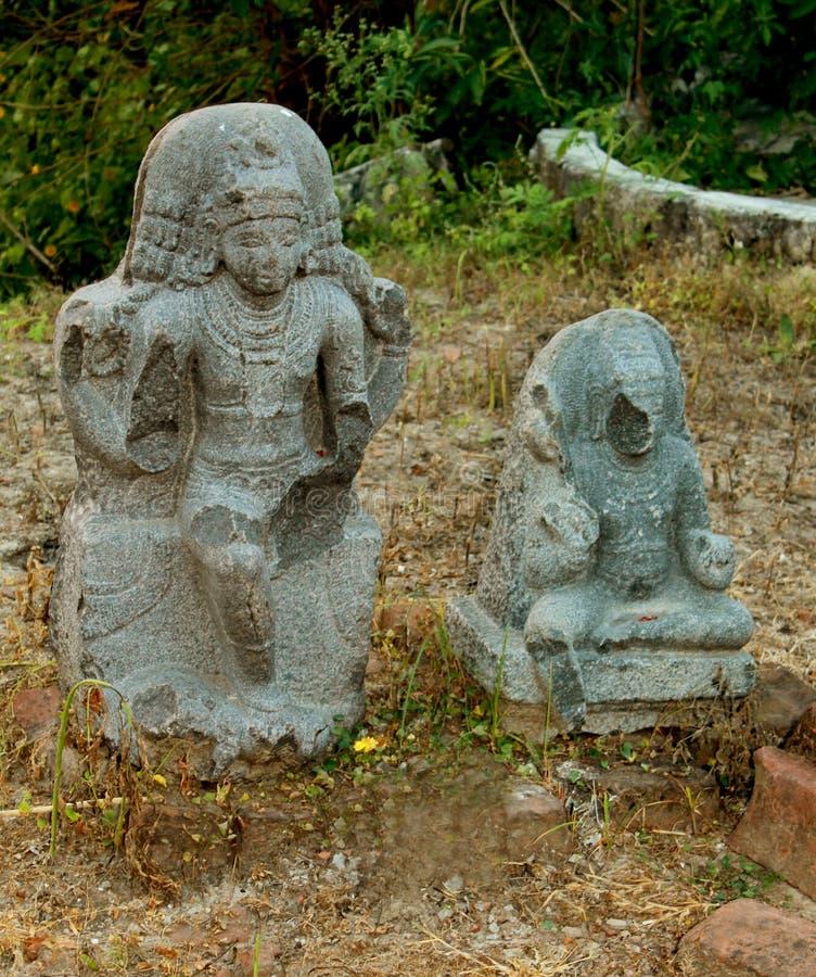 Oud gebarsten historisch steenbeeldhouwwerk royalty-vrije stock fotografie