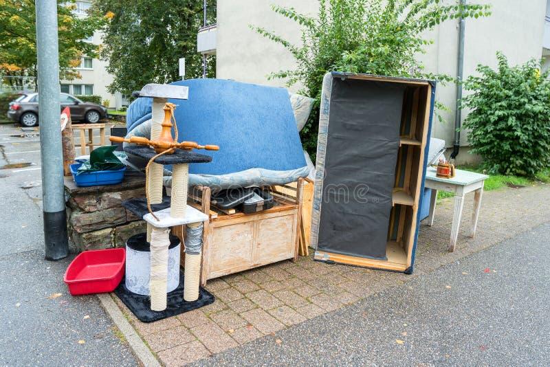 oud gebroken meubilair stock afbeelding