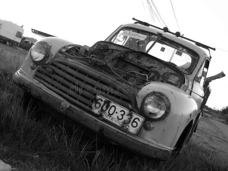 Oud, gebroken, vrachtwagen royalty-vrije stock afbeelding