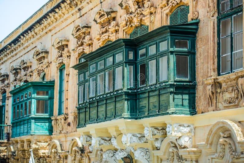 Oud geruïneerd balkon in Valletta royalty-vrije stock afbeelding