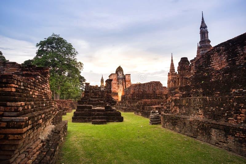 Oud geruïneerd Wat Mahathat in Sukhothai-Provincie, Thailand royalty-vrije stock afbeelding