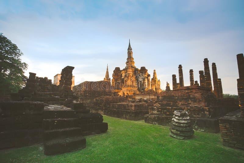 Oud geruïneerd Wat Mahathat in Sukhothai-Provincie, Thailand stock fotografie