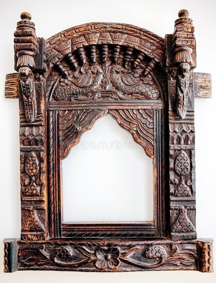 Download Oud gesneden houten frame. stock afbeelding. Afbeelding bestaande uit manier - 29508889