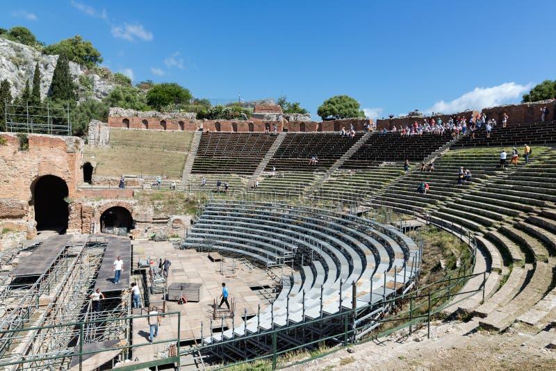 Oud Grieks Theater in Taormina bij het eiland Sicilië, Italië stock foto