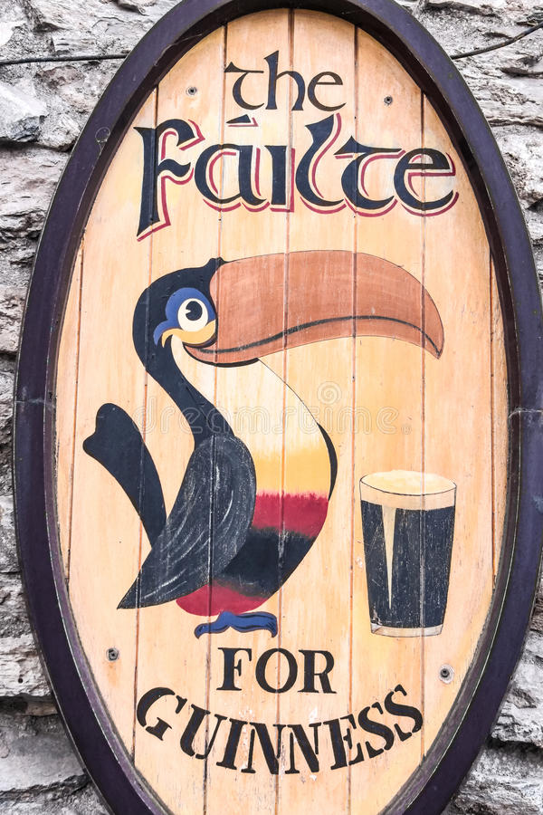 Oud Guiness-etiket stock foto