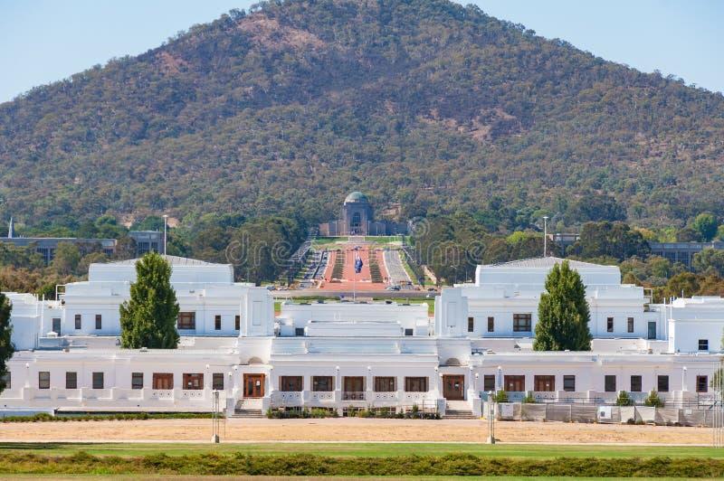 Oud het Parlement Huis met Australische Oorlogs Herdenkingsmening, Canberra royalty-vrije stock fotografie