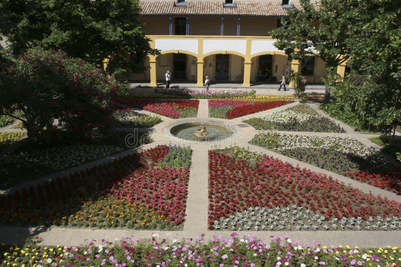Oud hopital geroepen Van Gogh-centrum in Arles Frankrijk royalty-vrije stock afbeelding