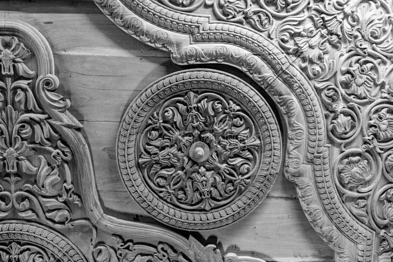 Oud hout gesneden plafond in een fort van India stock foto's