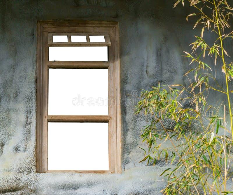 Oud houten die kader in een steenmuur op witte, lege ruimte wordt geïsoleerd om te laten vallen wat u wilt royalty-vrije stock afbeeldingen